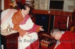 13 Guru Lau Prostrated to HH Dudjom Rinpoche (1981)