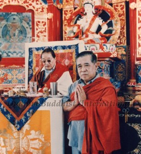 18 HH Dudjom Rinpoche with Guru Lau in Taiwan (1984)-4