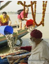 HH Chadral Rinpoche in freeing of fishes