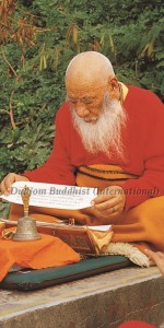 HH Kyabje Chadral Rinpoche reading (1)